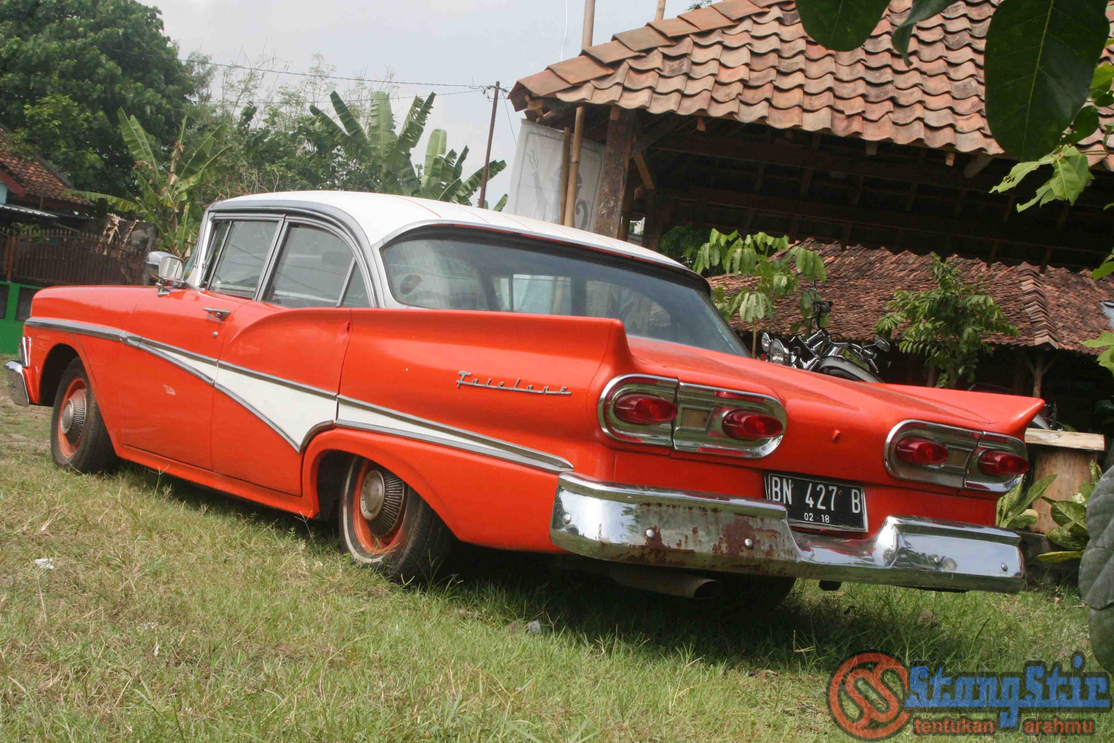 ford fairlane 1958 mobil klasik kaya pengalaman dolan stangstir. Black Bedroom Furniture Sets. Home Design Ideas